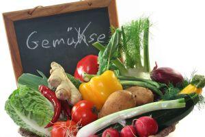 Gemüsekorb mit Tafel wo Gemüse mit H geschrieben wird